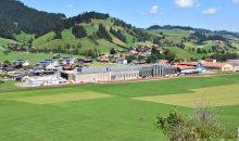 Doppelte Produktionsfläche: B. Braun hat die Erweiterung des Standorts Escholzmatt eröffnet. (Bild: IE Group)