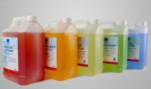Das Sortiment Aqua-Sol umfasst eine Auswahl von Entfettern auf wässriger Basis. (Bild: NCH)