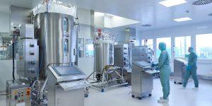 Der Biotechnologie-Dienstleister erweitert seine Produktionskapazitäten um einen 2.000-l-Single-use-Reaktor. (Bild: Rentschler)