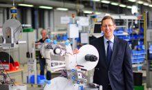 Martin Kühl, Leiter des Geschäftsbereichs Etikettiermaschinen freut sich über glänzende Geschäfte. (Foto: Herma)