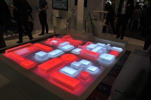 Am Stand auf der Interpack leuchteten nicht nur die Augen der Besucher, sondern auch die Modelle zur Industrie 4.0. (Bild: Bosch)