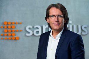 Der Vorstandsvorsizende Dr. Joachim Kreuzburg hat die zweistelligen Wachstumszahlen von Sartorius im ersten Quartal vorgestellt. (Bild: Sartorius)