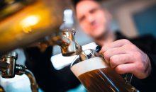 Kohlendioxid sorgt nicht nur für den Schaum auf dem Bier. Es dient auch als Lösungsmittel für Hopfenextrakte. (Bild: WavebreakMediaMicro – Fotolia)
