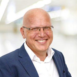 Richard Denk hat Maschinenbautechnik studiert und arbeitet bei der Firma Skan mit Sitz in Allschwil, CH, als Leiter Vertrieb Containment zur Herstellung von hochaktiven oder hochgefährlichen Substanzen. Denk gründete in 2008 die Containment Expertengruppe der ISPE DACH, die im September 2015 das Containment-Handbuch publiziert hat. Weiterhin ist Denk Autor beim Maas&Peiter GMP Verlag zum Thema Containment und Hygienic Design sowie einer der Autoren des ISPE Oral Solid Dosage Baseline Guide. Richard Denk beschäftigt sich seit fast 20 Jahren mit der Thematik Herstellung hochaktiver/hochgefährlicher Substanzen und hat hierzu auch die Containment-Pyramide entwickelt. (Bild: Skan)