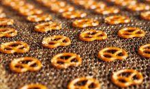 Bei der Herstellung von 4,5t/d Laugengebäck ist die Produktqualität der Rohstoffe entscheidend. (Bild: Mayka Naturbackwaren)