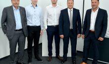 Thomas Janssen (Geschäftsführer Pharmaserv), Jonas Lux und Dennis Dahl (beide Servicemitarbeiter NL Köln), Peter Michael Weimar (Leiter Technik und Instandhaltungsservice) und Markus Weber (Leiter Niederlassungen Deutschland) bei der Einweihung der NRW-Niederlassung. (Bild: Pharmaserv)