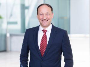 Finanzvorstand Marcus Kuhnert meint, das erreichen der Jahresziele für 2017 werde für Merck