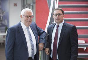 Thorsten Bullinger (r.) volgt seinem Vater Siegfried Bullinger (l.) als einer der Geschäftsführer von Bausch+Ströbel. (Bild: Bausch+Ströbel)