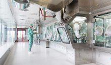 Die Verarbeitung pulverförmiger Wirkstoffe muss kontaminationsfrei unter Containment geschehen. (Bild: Atec)