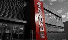 Die Jubiläumsfeier fand im gerade fertiggestellten Büro- und Produktionsgebäude am Firmensitz in Knittlingen statt. (Bild: Kieselmann)