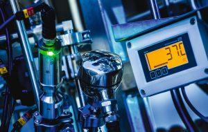 1 Eine neue Sensor-Technologie ermöglicht erstmals einen Sensor, der eine prozessabhängige automatische Inline-Kalibrierung in sehr kurzen Kalibrierintervallen ermöglicht