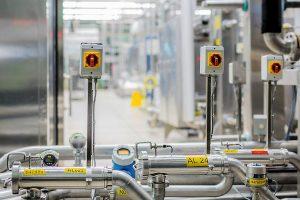 1 Um den Mitarbeiterschutz bei Wartungs-, Reparatur- und Reinigungsarbeiten weiter zu verbessern, wurde bei Danone das Sicherheitssystem modernisiert