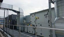 Aktivkohle-Filteranlage mit 8 t Aktivkohle, Zu- und Abluftanlage mit Wärmerückgewinnung (WRG) und Heizregister. Luftvolumenstrom: 12.000 m³/h. (Bild: Kawaha)
