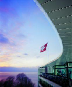 Nestlé will Stellen in der Schweiz streichen, dem Heimatstandort aber dennoch treu bleiben. (Bild: Nestlé)