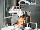 Bei der Füll- und Verschließmaschine ALF 5000 von Bosch liegt der Schwerpunkt auf einer hohen Prozesssicherheit. Bild: Bosch