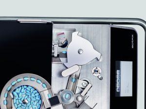 Mit der richtigen Technik lassen sich unter anderem auch konvexe Oblong- und Ovalformate automatisch prüfen. Bilder: Sotax