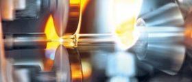 Neuer Prozess für die Konusformung von Gx RTF Spritzen: der für die Konusformung eingesetzte Dorn besteht bei dem neuen Verfahren nicht mehr aus dem üblicherweise eingesetzten Wolfram oder einem alternativen Metall, sondern aus einer speziellen Keramik. (Bild: Gerresheimer)