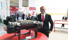 """Matthias Kaufmann leitet bei Kral die Geschäftseinheit Pumpe und ist Mitglied des Management-Teams. """"Dort, wo man für Medien mit wechselnden Viskositäten mehrere Kreiselpumpen einsetzen müsste, genügt in der Regel eine Schraubenspindelpumpe."""" Bild: Redaktion"""