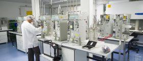 Mehr als 200 Menschen arbeiten im neuen Hightech-Labor, das den Mitarbeitern die Möglichkeit bietet, ihr Fachwissen zu bündeln. (Bild: Bohringer Ingelheim)
