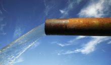 1: Damit Rohrleitungen hygienisch einwandfreies Wasser fördern, müssen sie vor der Inbetriebnahme gründlich gespült werden. (Bild: Bild: ©klikk - stock.adobe.com)