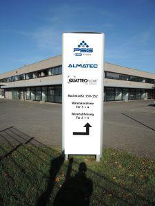 Das Firmenschild weist die neue Almatec-Adresse in Dusiburg aus. (Bild: Almatec)