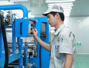 Produktion bei Apollo Air-cleaner in Shunde, China. Freudenberg Filtration übernimmt die Mehrheitsanteile des Filterherstellers. (Bild: Freudenberg)