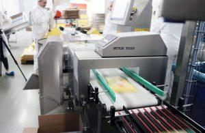 1_ Kontrollwiegen und Metalldetektion Käse