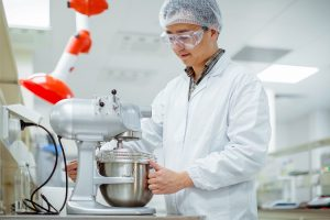 Das regionale Kompetenzzentrum der Wacker Chemie AG in Shanghai verfügt über ein anwendungstechnisches Labor speziell für innovative Lebensmittelinhaltsstoffe, Nahrungsergänzungsmittel und Kaugummianwendungen. (Foto: Wacker)