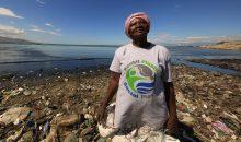 Seit 2017 arbeitet Henkel mit der Sozial-Initiative Plastic Bank zusammen, die Sammelcenter für Plastikmüll betreibt und damit die Verschmutzung der Meere mit Plastikmüll vermindert.