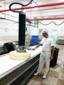 1 Schlauchheber für Käse