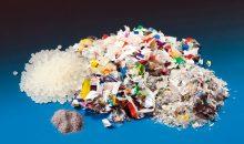 Verpackungen bestehen oft aus Laminatfolien mit mehreren Schichten. Bislang ließen diese sich nicht wiederverwerten – ein kürzlich entwickeltes Verfahren könnte dies ändern. Bild: Fraunhofer IVV
