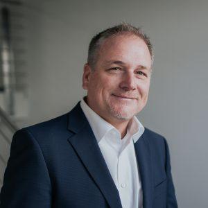 Unter der Führung von Dr. Steffen Kämmerer soll die Steuerungstechnik gebündelt werden. (Bild: BHS Sonthofen)