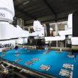 Die Sachet-Verpackungsanlage arbeitet mit Robotern und wurde hygienegerecht konstruiert. Bilder: Emkon