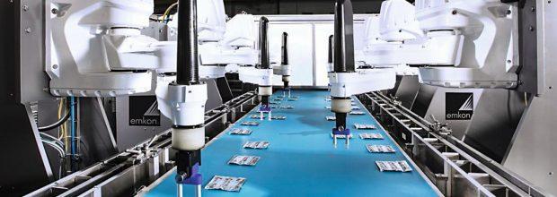 Insgesamt sechs  Roboter kommen in der Sachet-Verpackungsanlage zum Einsatz.