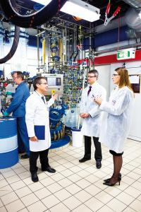 Neben peptidbasierten Wirkstoffen produziert das Unternehmen in Vionnaz auch das Narkosemittel Propofol. (Bild: Bachem)