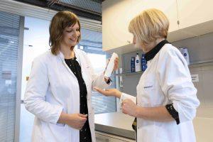 Einige Rohstoffe für Pflegeprodukte könnten bald nach dem Vorbild der natürlichen Photosynthese entstehen. (Bild: Beiersdorf)