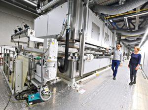 Mit dem neuen Werk steigert Herma die jährliche Haftmaterial-Kapazität um 50 Prozent auf 1,2 Mrd. m2. Bild: Herma