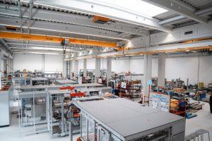Seit Anfang dieses Jahres verfügt der Geschäftsbereich Nonwovens über weitere 1.600 Quadratmeter Montagefläche. (Bild: Optima)