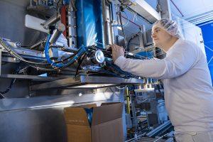 Die neue Anlage für Umfüllaufträge von Sternmaid bietet vielfältige Möglichkeiten für die weiterverarbeitende Lebensmittel- und Pharmaindustrie. (Bild: Sternmaid)