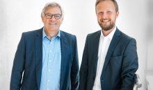 Ulrich Burkart (li.) und Dominik Bröllochs koordinieren künftig alle Nachhaltigkeitsmaßnahmen der Unternehmensgruppe. (Bild: Optima)