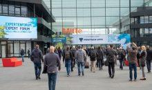 Ein Bild aus einer anderen Zeit: Die Tore der Messe Powtech müssen 2020 verschlossen bleiben. (Bild: Nürnbergmesse)