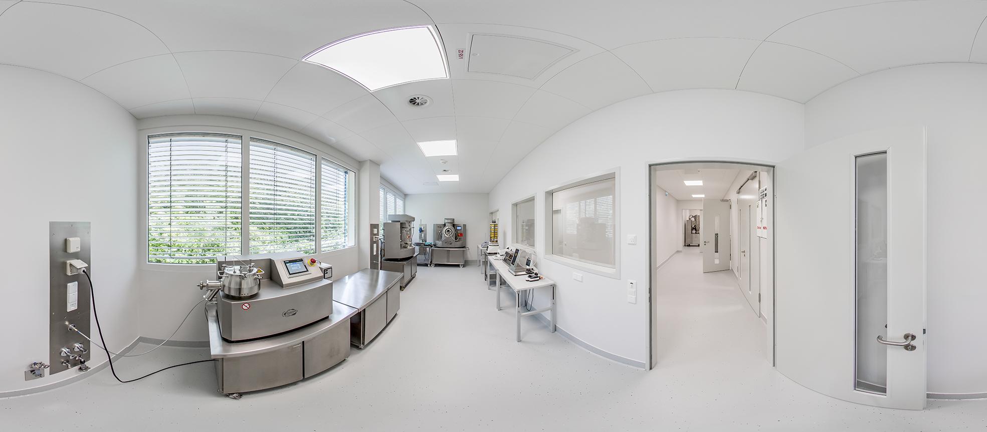 3 Panoramabild Diosna ProcessLab – R&D Labor mit High Shear Granulator P1-6, MiniLab RC mit Wirbelschichttrockner- und Coatermodul