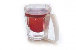Die Trinkhilfe sippa ist das erste Produkt aus dem Hause iuvas und seit Oktober 2019 auf dem Markt.