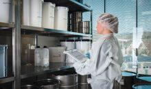 Ein Tablet eignet sich besonders für Anwendungen in der Wartung, Inbetriebnahme und bei der Vorlage von Standard Operation Procedures (SOP) im Reinraum. (Bilder: Systec & Solutions)