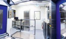 Panorama des Probenzugraums für sichere Qualitätskontrolle im Wareneingang. (Bilder: Weiss Pharmatechnik)