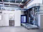Zum System gehören eine Personalschleuse, ein Vorbereitungsraum, eine Materialschleuse und die Probenahmekammer.
