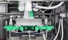 Für tiefgekühlte Lebensmittel: die neue PHS 2.0 Siegeltechnologie von Syntegon – in Kombination mit der 20 mikrometer-dünnen BOPE Folie von Sabic – ermöglicht erhebliche Materialeinsparungen und gesteigerte Ausbringungsraten. (Bild: Syntegon)