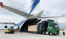Die Anlage wird am Flughafen Lüttich in die Antonov An-124 verladen. (Quelle: Spedition Kübler)