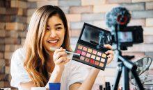 Social Media haben heute großen Einfluss auf die Nachfrage nach Kosmetik. Bild: twinsterphoto – AdobeStock